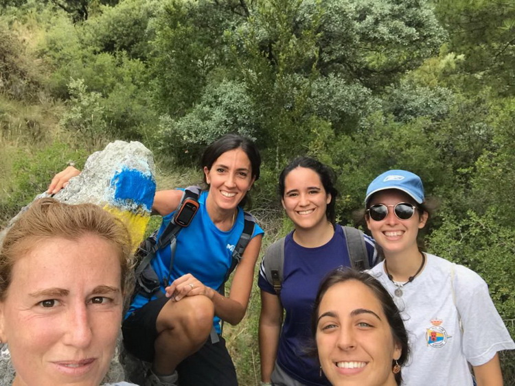 - The 5 expeditionary ones with the blue and yellow signal of the Andorra Trail