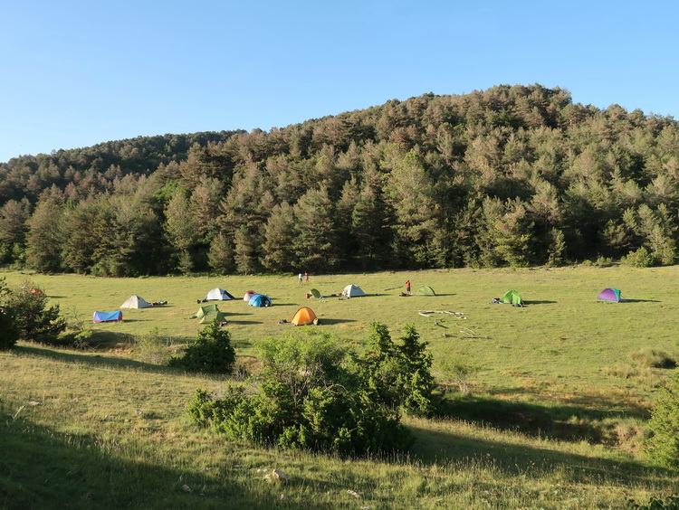 - Camping in the plains of Aubenç